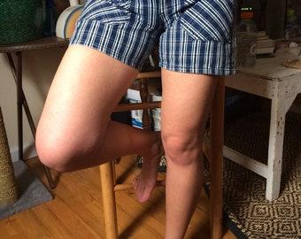 Striped BCBG high-waisted shorts sz. 6