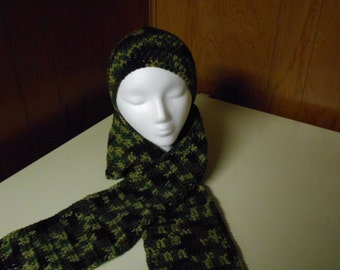Camo. Beenie and Scarf Set
