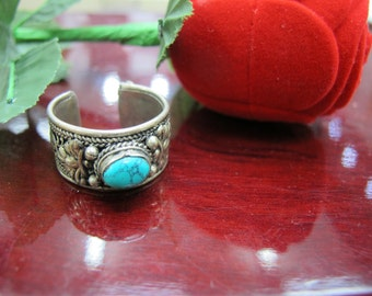 Sterling silver antique ring with a turquoise stone