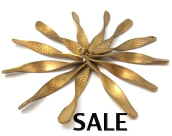 LOW Stock - Vintage Brass Twisted Charms (24x) (V268) SALE - 50% off