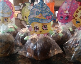 Shopkins inspired carmel apples with chocolate drizzle