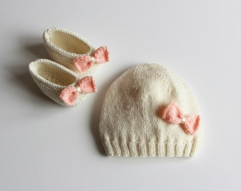 Baby hat / hand knitted baby hat / hand knit baby booties / hand knitted baby clothing