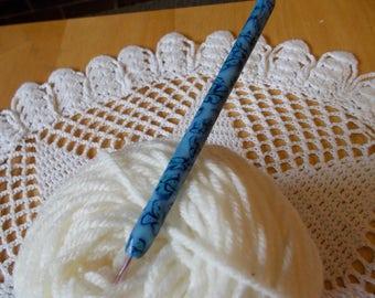 Size C Susan Bates crochet hook.
