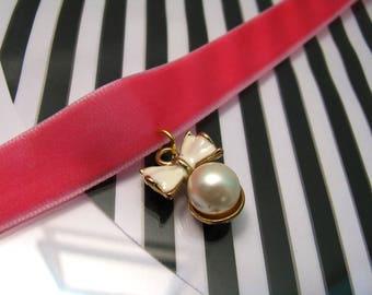 Pink velvet choker/choker/choker with pendant/pearl pendant/Pink choker/ boho choker/under 10 gift/ ribbon pendant/gift for girl/dog pendant