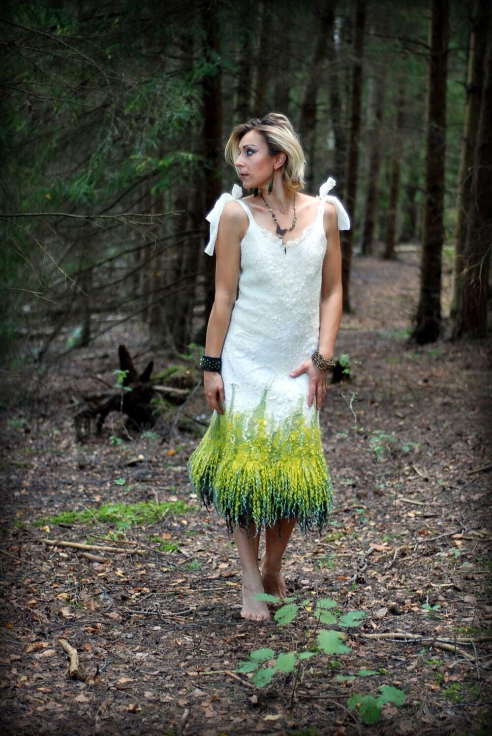 Gefilzte weißes Kleid alternative Hochzeit Kleid einzigartige