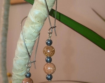 Earrings in copper and hematite beads