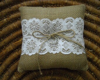 Burlap ring pillow White cotton lace Ring cushion Woodland / Rustic / Cottage style Weddings