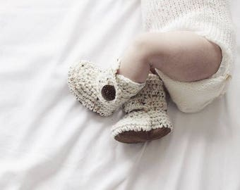 Coming Home Outfit, Gender Neutral Baby Clothes, Ivory Newborn Booties, Cream Unisex Clothing, Crochet Infant Boots, Handmade Baby Shoes