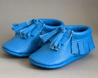 Moccasins with tassels, choose color))
