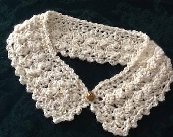 Crocheted collar in winter white.