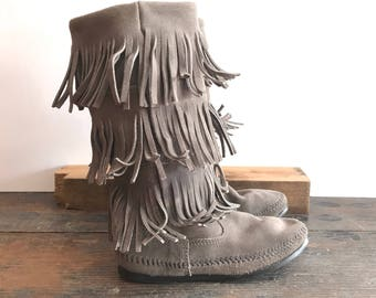 Minnetonka Gray Fringed Moccasin Boots Excellent Condition Ladies Size 7