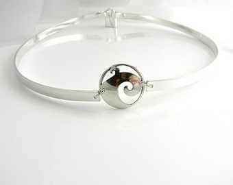 Ocean Wave Focal Discreet Slave Collar 5mm Wide Sterling Silver Public Day Collar with Sterling Mock Padlock Clasp