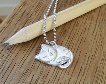 Snoozing tabby necklace in fine silver
