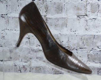 SALE vtg 1960s Life Stride brown croc reptile pointed toe pumps mid century heels size 6
