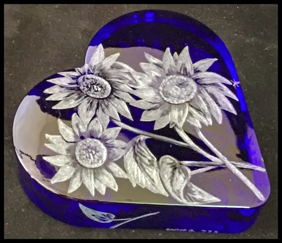 Hand Engraved sunflower, heart, valentine, love, glass, gift, bespoke, personalized, paperweight, bridal, mothers day, mom, floral