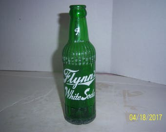 """1952 Flynn's White Soda Quincy Ill 7 oz green acl painted label soda bottle 7 7/8"""" tall"""