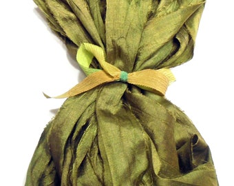10YD. MOSS GREEN Sari Silk Bundle//Dyed Silk Sari Ribbon Bundle//Sari Tassels,Sari Wall Decor,Sari Fiber Jewelry,Sari Tapestry