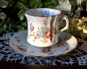 Hammersley Fine Bone China tasse et soucoupe, Motif de défilement Floral et en relief, or doré, en Angleterre