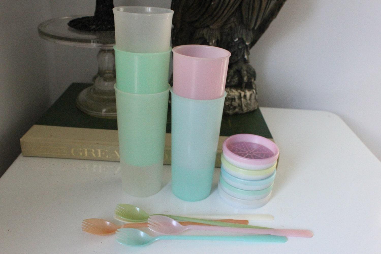 Vintage Set of 15 5 each Tupperware pastel cups TUMBLERS