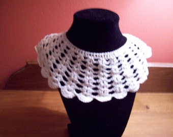 Lovely Vintage Crocheted Collar