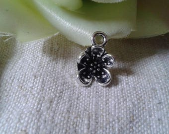 set of 5 silver flowers charms