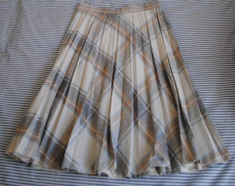 Late 1970s ILGWU Plaid Pleated Skirt • High Waist Skirt • Plaid Skirt • Retro Skirt • Vintage Skirt • School Skirt • Uniform
