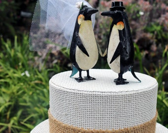 Nouveau! Charmant pingouin gâteaux de mariage: En étain peint à la main mariée et le marié pingouin de gâteau