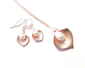 Calla lily Necklace, pearl earrings, Calla Earring, Lily Necklace, Mom, Grandma,Sister, Mother, ROSE GOLD, Bridal Jewelry BridesmaidGift