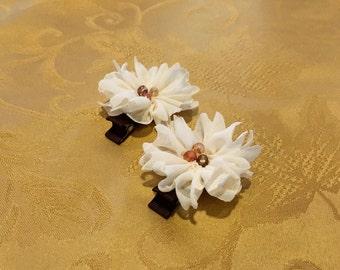 Ruffle Cream Flowers Clip Set
