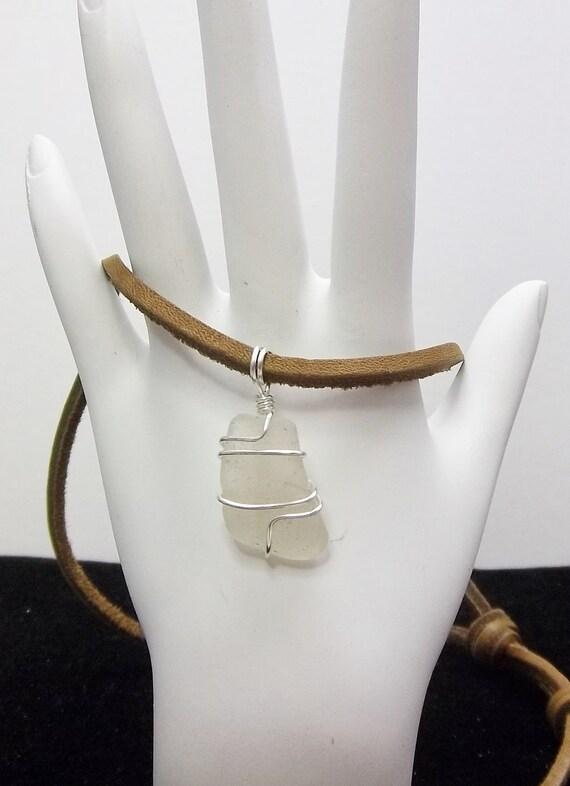 Ähnliche Artikel wie Kleine Satiniertes Glas Halskette weißes Meer ...
