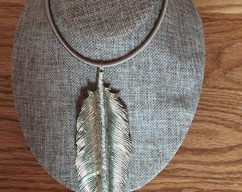 Large leaf pendant necklace, leaf necklace, pendant necklace, pendant, leaf, handmade, Made in Canada, Laska Boutique