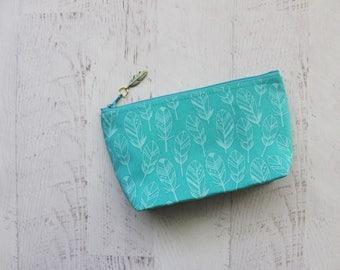 Feathers print makeup bag - small comsetics organizer - gift for best friend - turquoise zippered pouch - bohemian make up bag - cool gifts