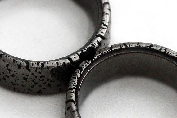 unique couple rings black heart ring set black band for men. Black Bedroom Furniture Sets. Home Design Ideas