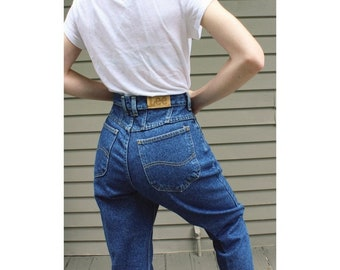 "size 28"" vintage highwaisted Lee mom jeans dark wash"