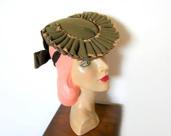 Vintage 1940's Olive Green Felt Pleated Tilt Hat ~ WW2 Era