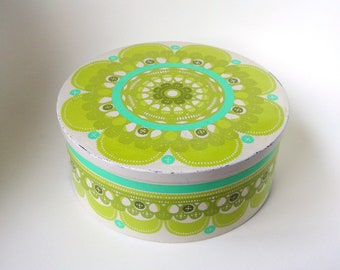 Ira Denmark Ethel von Horn round 23 cm vintage tin container, white and green - paper cut, lace - seventies colorful - 70's - retro