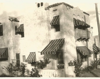 "Vintage Snapshot ""Southern California 1941"" Stucco Apartment Building Architecture Found Vernacular Photo"