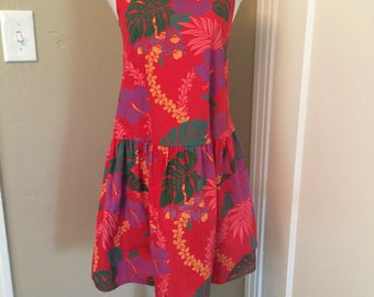Most adorable vintage women's 1980's hawaiian dress. Size small