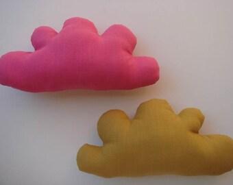 Petit coussin nuage en lin rose fuschia
