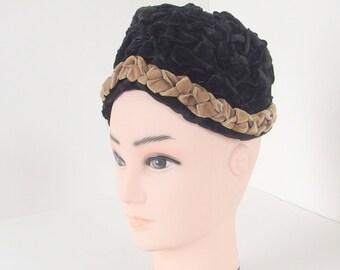 Vintage Haya Rochel 1950s 1960s Ruched Black Velvet Ribbon Toque Hat