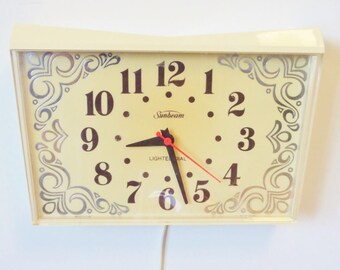Mid Century Electric Wall Kitchen Clock - Sunbeam Company 1960s - Off White Retro Design