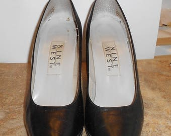 NINE WEST Black Leather Pumps Size 6M.
