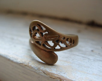 FREE SHIPPING Vintage Brass Ring Industrial Style with Filigree Design Size 8