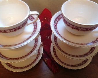 Cups and saucers in ceramic/Bone China/Vintage/hotels Service