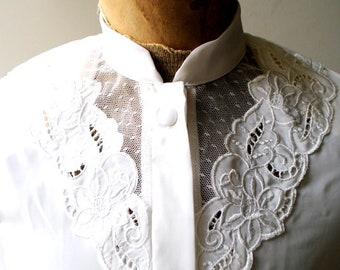 Boho vintage 80s, crisp white polyester blouse with a lace yoke, emroidery and pin tack. Made by Gailord. Size 6.
