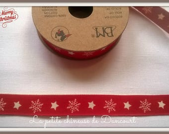 Spool of 3 m tape unbleached snowflakes red background