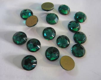 12 vintage cabochons 11mm in EMERALD gold foil  FLATBACKS, A 261, Germany,   a great price