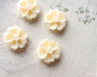 13 mm Cream colour Morning Glory Resin Flower.(B) (.ss)