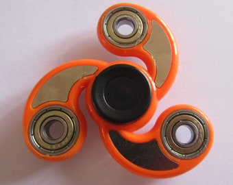 hand spinner 6.5cm from one end to another