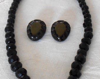 Set glass faceted Jet beads.